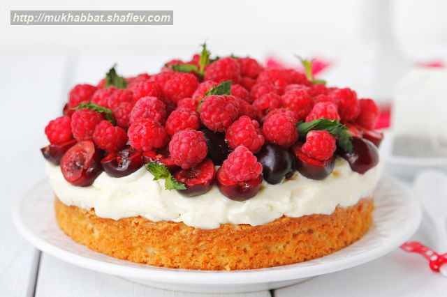 cream cake mascarpone berries