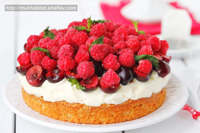 cream cake mascarpone berries 1
