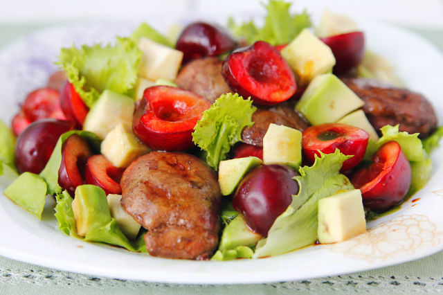 salat chicken liver cherry